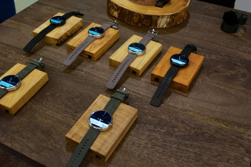 Moto 360 Hands On - 1