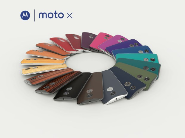 You can use the MotoMaker to pick a variety of colors and materials on the new Moto X.