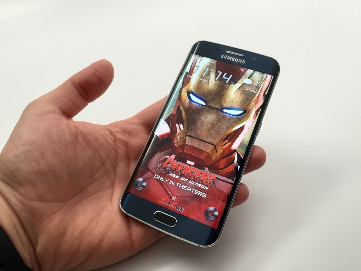 Use Iron Man, Thor or Black Widow as a new The Avengers Age of Ultron theme on your Galaxy S6 and Galaxy S6 Edge.