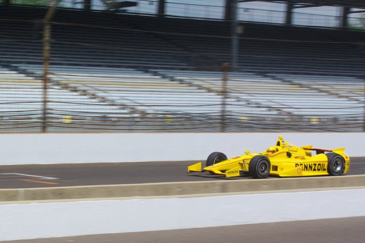 The 2016 Indy 500 start time is noon on Sunday.