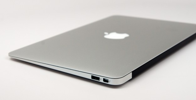 how to clean your macbook air screen
