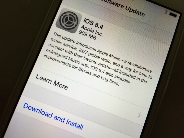 iOS 8 4 iPhone 4s Reviews: Should You Install iOS 8 4?