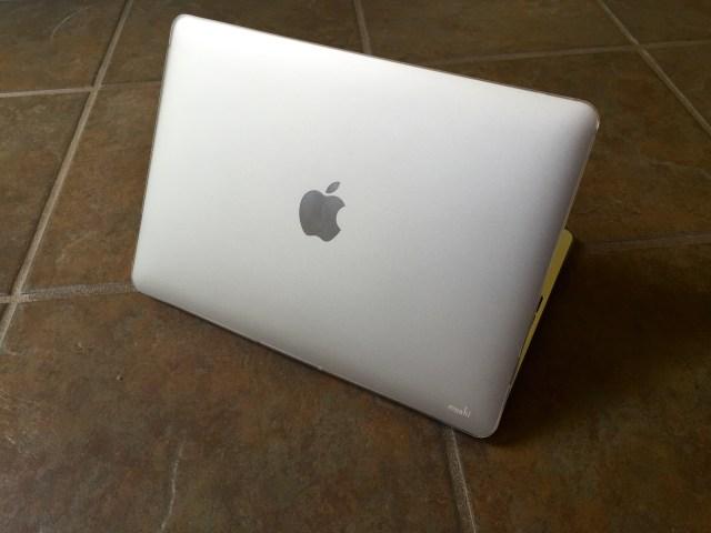 The iGlaze 12 is a hard MacBook case.