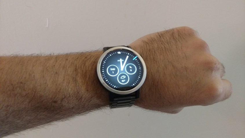 Moto 360 indoors with poor lighting