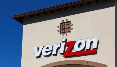 Verizon will pay you to switch up to $650 for your device or up to $350 for an ETF. Ken Wolter / Shutterstock.com