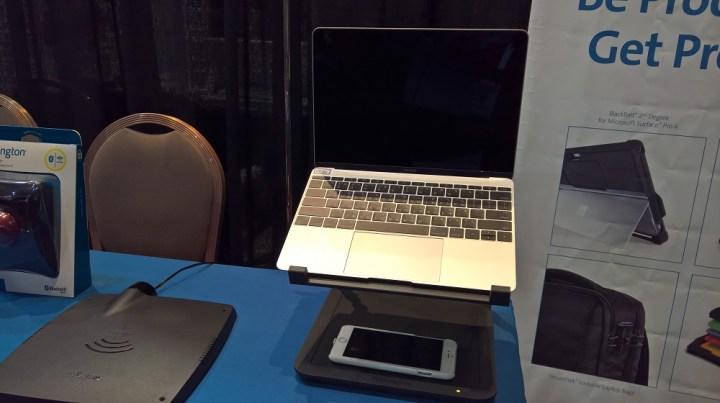 Kensington SmartFit Wireless Charging Laptop Riser