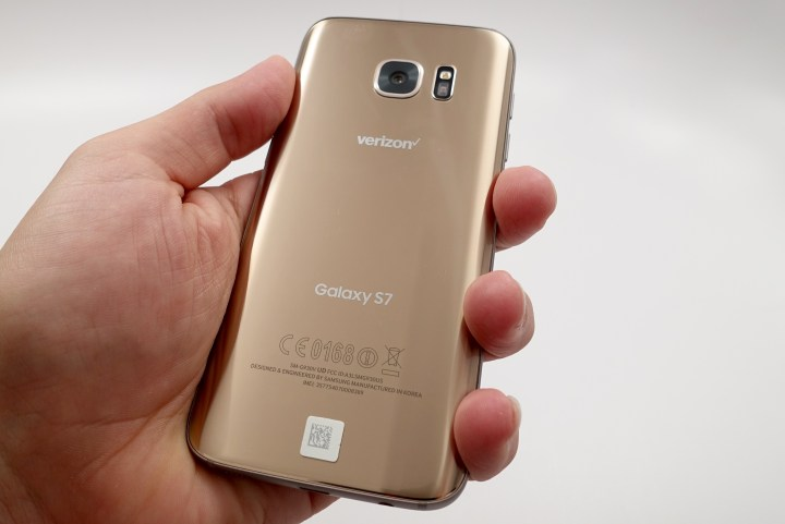 Even wth a 5.1-inch display the Galaxy S7 is easy to hold in your hand.