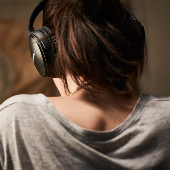 Bose QuietComfort 35 Bluetooth Headphones - 5
