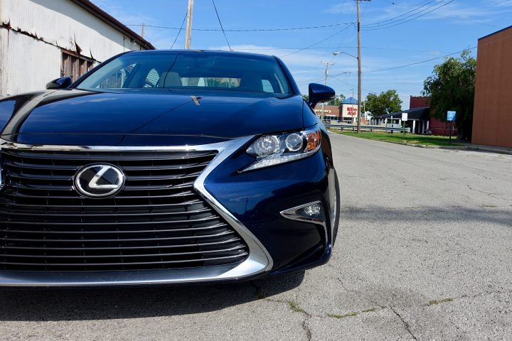 2016 Lexus ES350 Review - 4