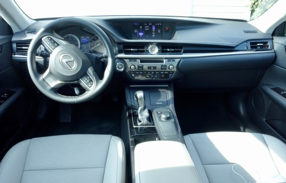 2016 Lexus ES350 Review - 5