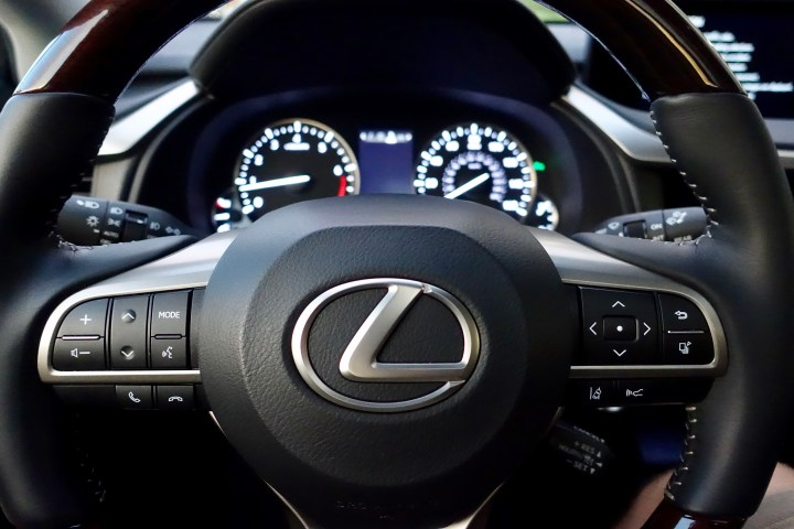 2016-lexus-rx-350-review-14