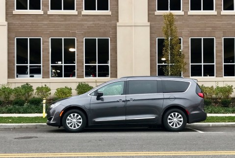2017-chrysler-pacifica-review-1