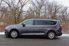 2017-chrysler-pacifica-review-4