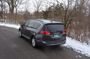 2017-chrysler-pacifica-review-6