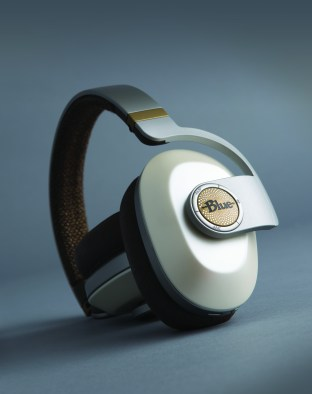blue-satellite-noise-cancelling-audiophile-heaphones-3