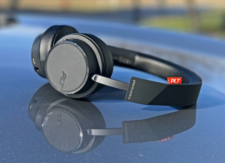 The Plantronics Backbeat 500 wireless headphones.