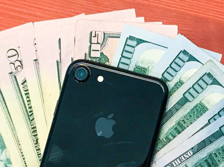A $1,000 iPhone 8 price doesn't matter when most people pay for the phone monthly.