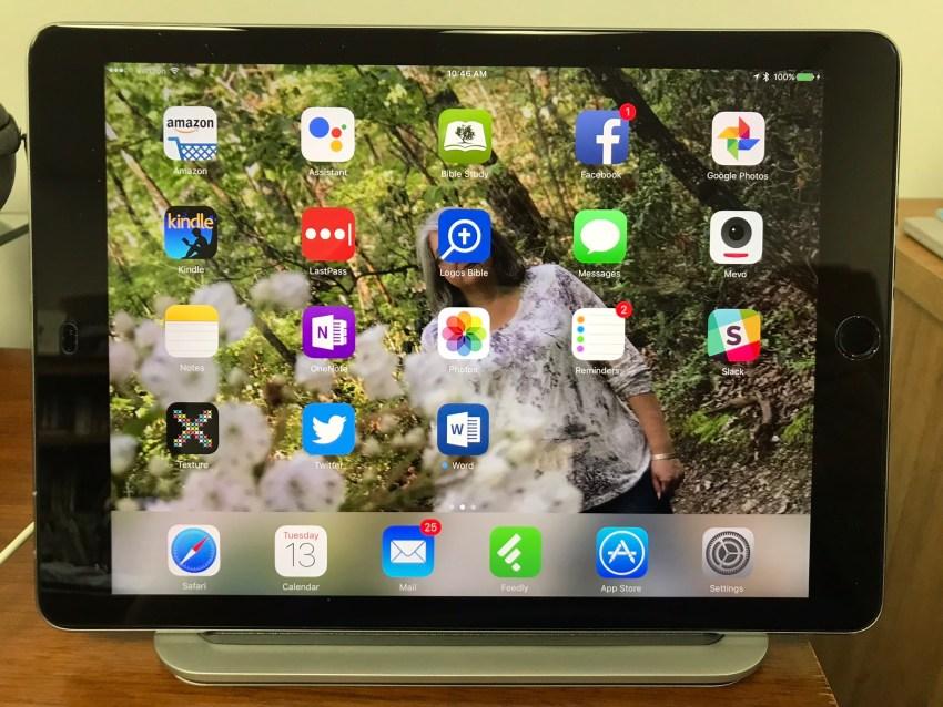 logitech base ipad pro charging stand