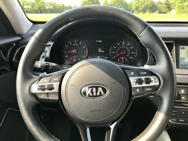 2017 Kia Cadenza Review - 1