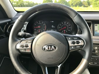 2017 Kia Cadenza Review - 1