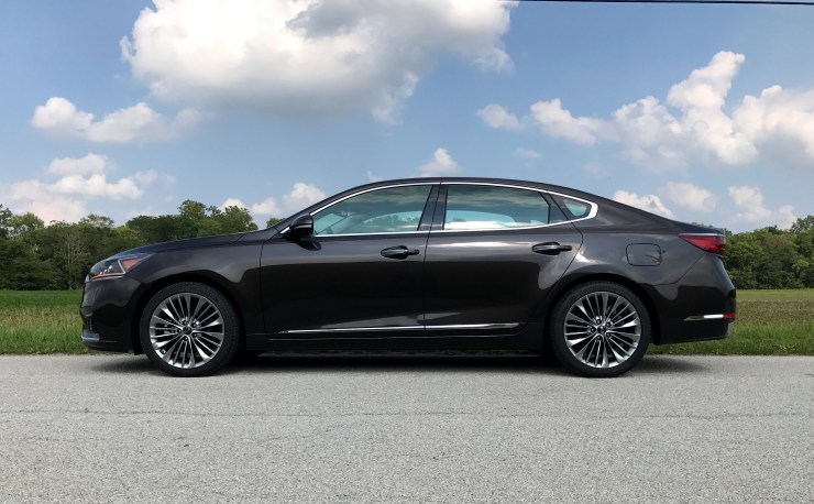 The 2017 Kia Cadenza delivers a quiet, comfortable ride.