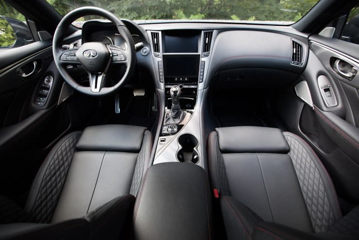 The 2018 Infiniti Q50 Interior is very nice, with touches that you'll notice, but the carbon fiber trim inside doesn't look as nice as that in the new2018 Q60.