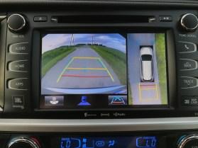2017 Toyota Highlander Review - 18