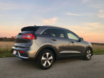 2017 Kia Niro Review - 18