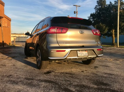 2017 Kia Niro Review - 20