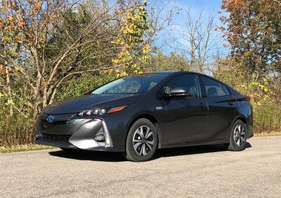 2017 Toyota Prius Prime Review - 19