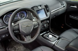 2018 Chrysler 300 Review - Front Seat