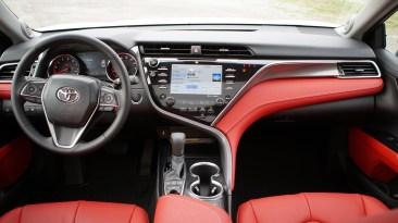 2018 Toyota Camry Review - 25