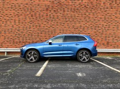 2018 Volvo XC60 Review - R-Design - 18