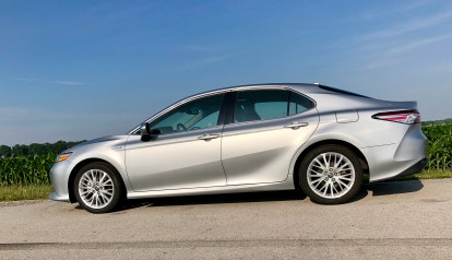 2018 Toyota Camry Hybrid XLE Review - 4