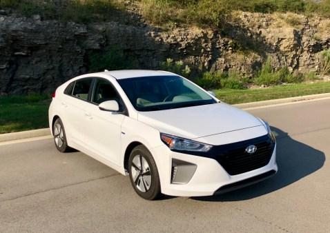 2018 Hyundai Ioniq Hybrid Review - 21