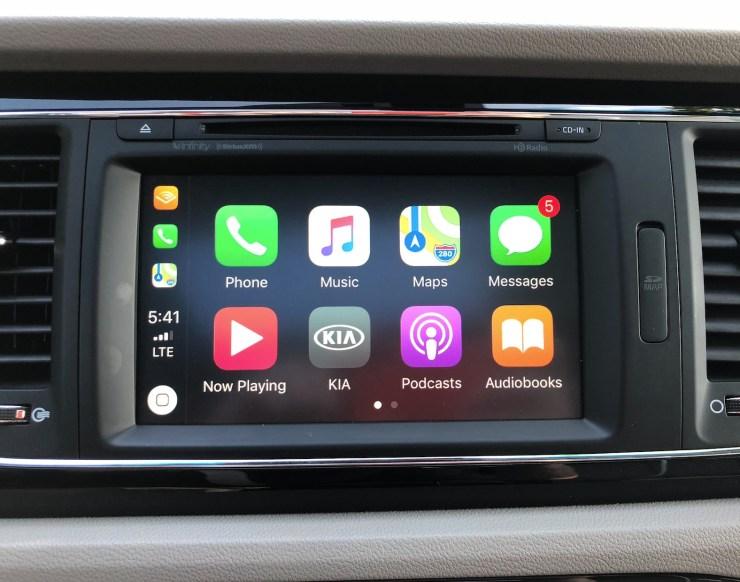 The Kia Sedona includes Apple CarPlay and Android Auto support.