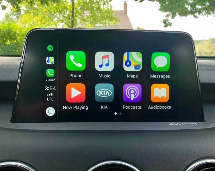 The Kia Stinger supports Apple CarPlay & Android Auto.