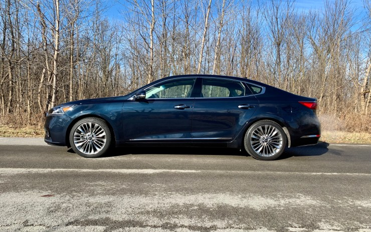The Cadenza looks sharp on the outside and comes with an upscale interior.