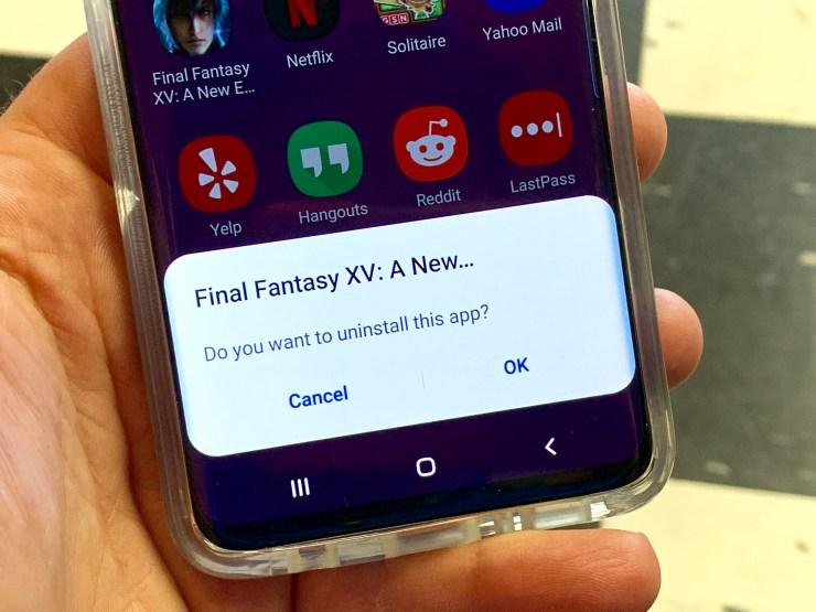 Delete bloatware apps on the Galaxy S10.