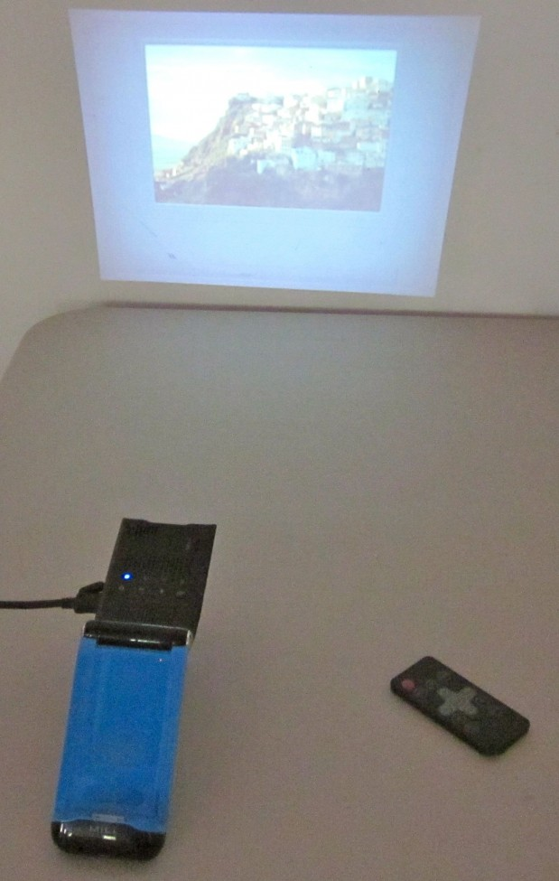 MiLi Pico Projector closer to wall