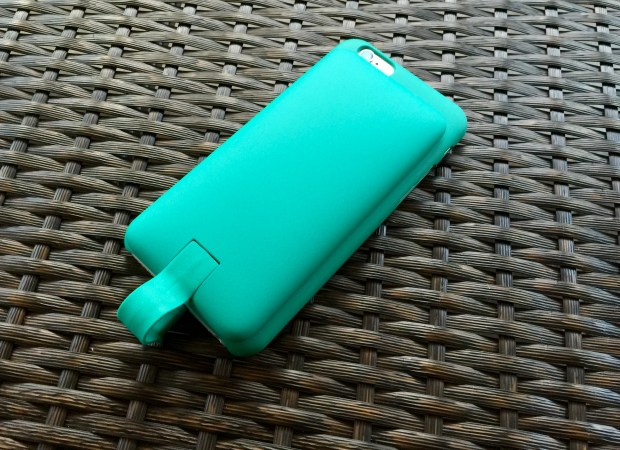 The Lepow Pie is a nice IPhone 6 battery case that provides a slim option when you are charged.