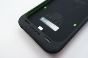 iPhone 6 Mophie Juice Pack Plus Review - 4