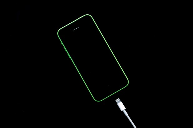 iPhone problems struggles - Turn on when charging