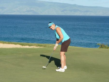 Image of Susan Fornoff golfing on Maui