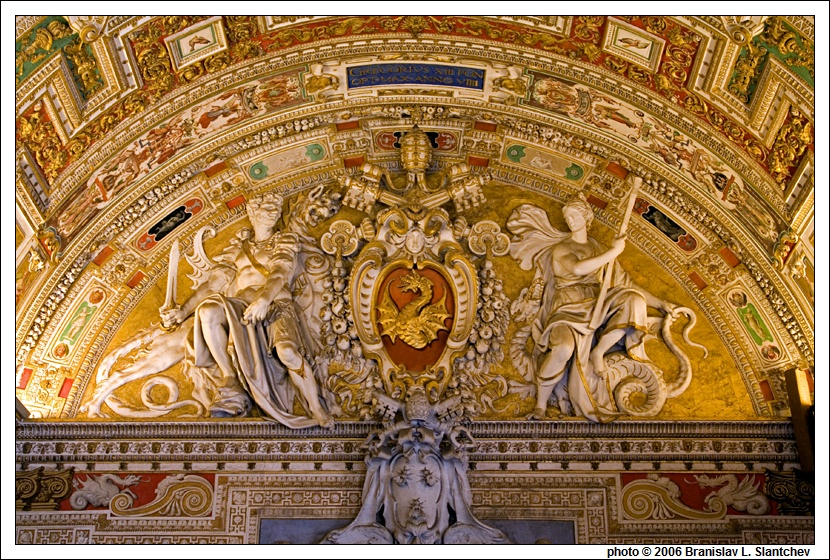 https://i1.wp.com/www.gotterdammerung.org/photo/travel/vatican-city/vatican-museums/060905-151519%20The%20Winged%20Dragon%20Crest%20of%20Gregory%20XIII%20in%20the%20Lunette%20inside%20the%20Entrance%20to%20the%20Gallery%20of%20Maps.jpg