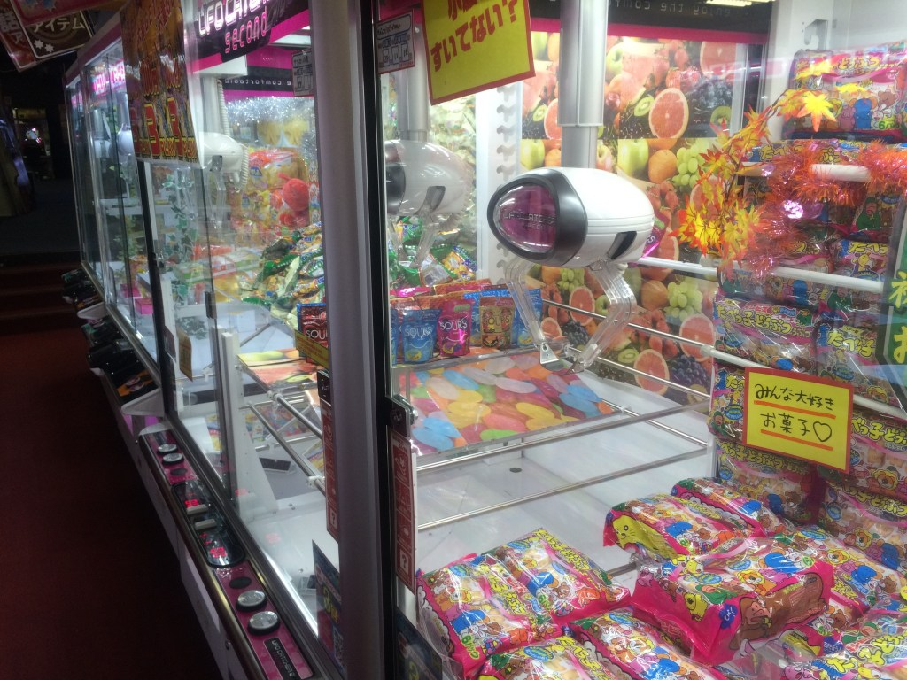Crazy arcade prize machines - I loved the candy bar one!