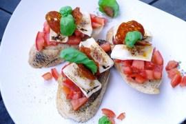 Tomaten-Bruschetta mit Chorizo-Chip |GourmetGuerilla.de
