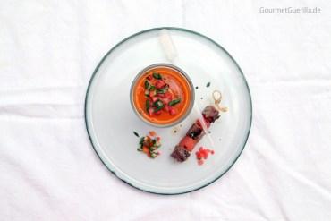 Bloody Mary Cazpacho mit Lamm-Melonen-Spiesschen #rezept #gourmetguerilla