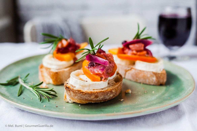 Crostini mit Ziegenkäse und Persimon-Cranberry-Chutney |GourmetGuerilla.de