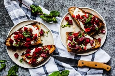 Röstbrot mit Orangen-Rote-Bete, Chili-Honig und Minze |GourmetGuerilla.de
